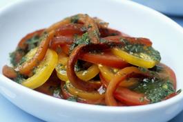 Photo recette : Poivrons trois couleurs 'ail et câpres'